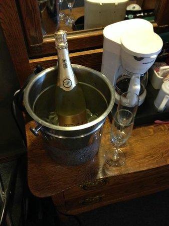 Georgetown Inn: Champagne