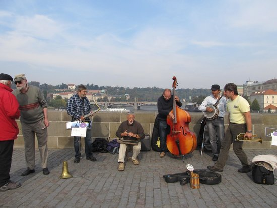 Pont Charles : entertainers
