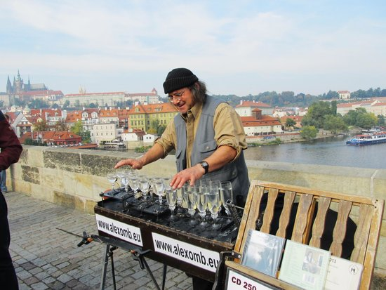 Pont Charles : entertainer
