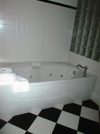St. Brendan's Irish Inn: Whirlpool