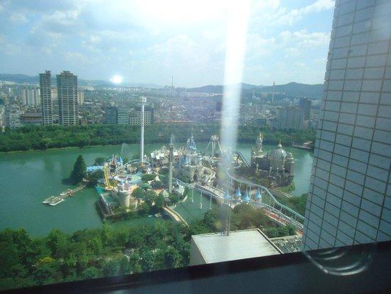 Lotte Hotel World: Room Overlooking Lotte world amusement park