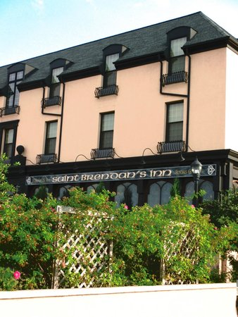 St. Brendan's Irish Inn: Front of the inn
