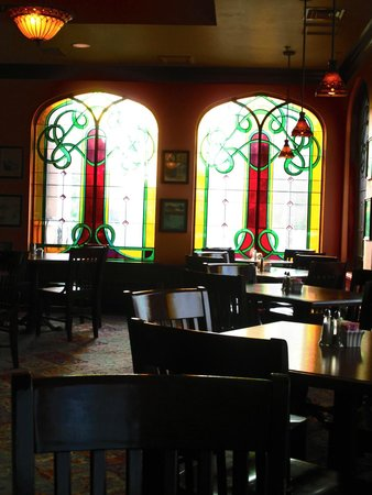 St. Brendan's Irish Inn: Dining area
