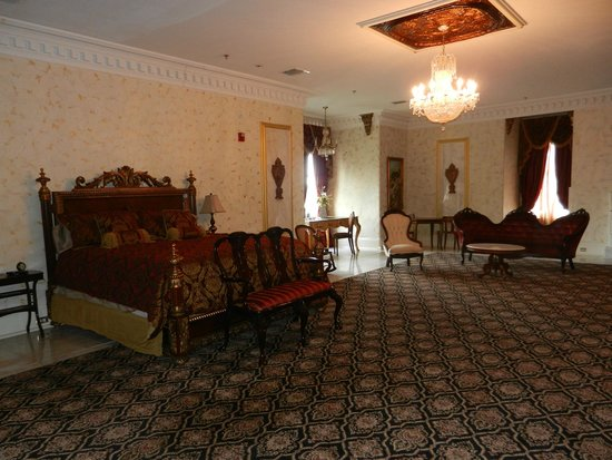 The Dansereau House: Governor's Family Suite