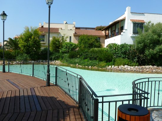 "PortAventura Hotel PortAventura: ""étangs"" à l'intérieur de l'hotel"