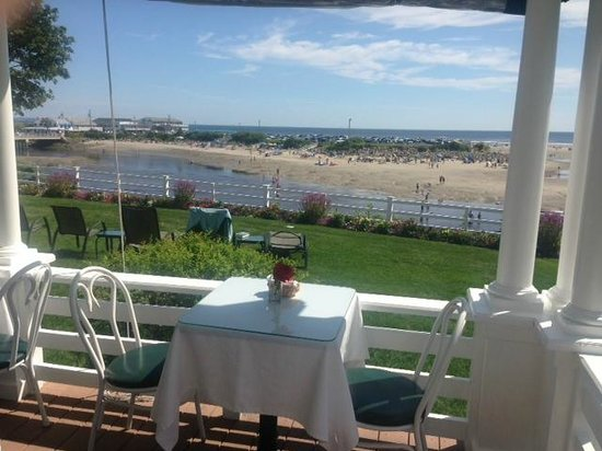 Terrace by the Sea: Breakfast front porch
