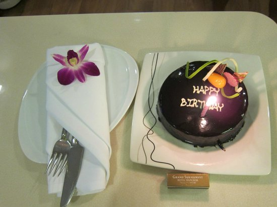 Grand Sukhumvit Hotel Bangkok: Birthday cake provided by hotel