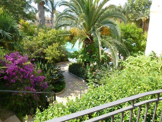 PortAventura Hotel PortAventura: au loin se trouve la piscine