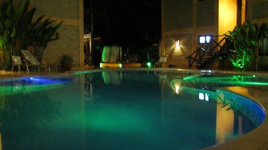 Pousada Marambaia Do Porto : Visão noturna da piscina,