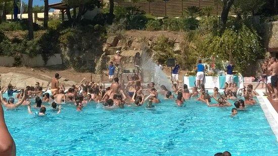Club Med Sant'Ambroggio: water party à la piscine