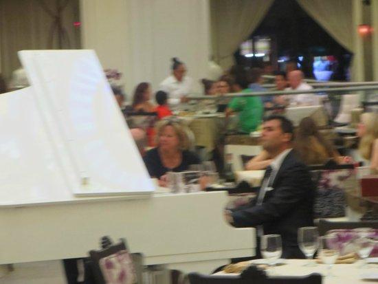 Moon Palace Cancun : La Gondola- Pianist
