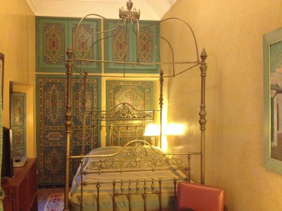Riyad Al Moussika: Single-room bed
