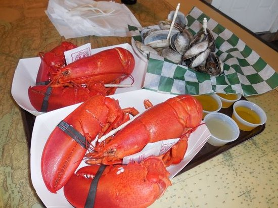 Beal's Lobster Pier : Lobsters and Steamers! Yum!