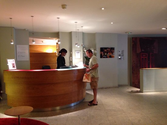 Artus Hotel by MH: Check in area