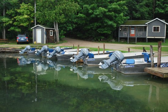 Timberlane Rustic Lodges: fishing boats