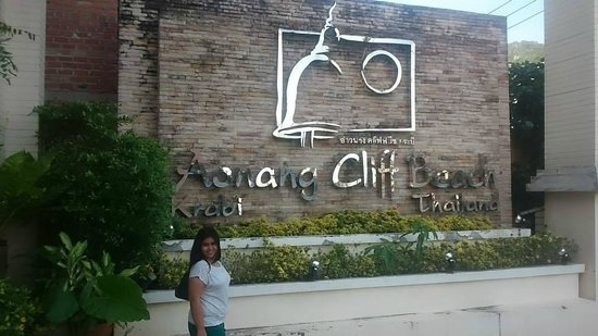 Aonang Cliff Beach Resort : At the entrance of the hotel