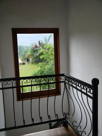Elegant Hotel: picturesque window