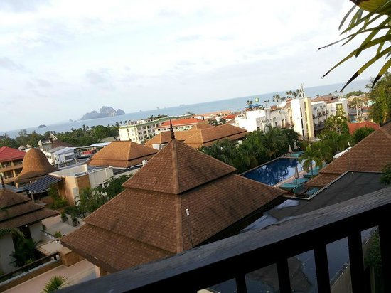 Aonang Cliff Beach Resort : view from the room with swimming pool
