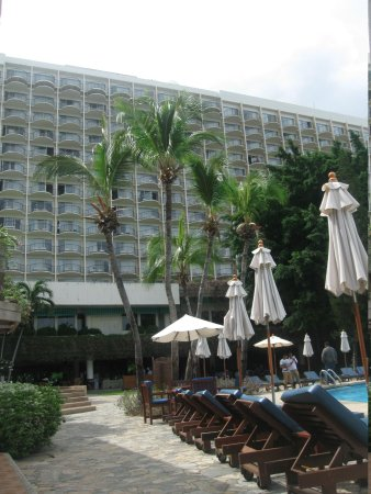 Imperial Pattaya Hotel: View from Pool side