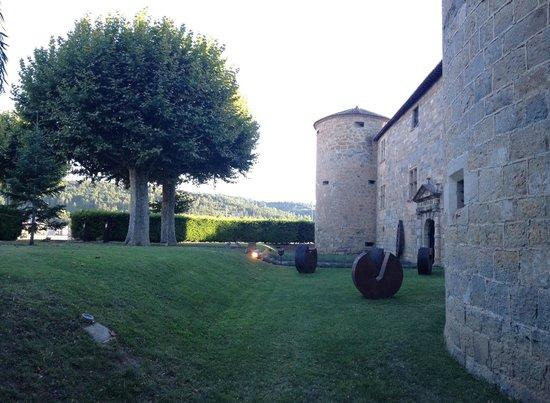 Chateau des Ducs de Joyeuse: Grounds