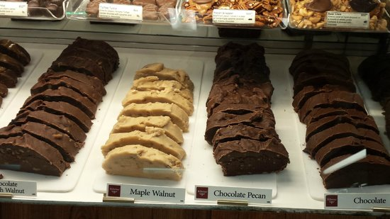 Kilwin's: Display case of fudge.