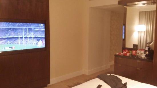 Amora Hotel Jamison Sydney: Good size TV