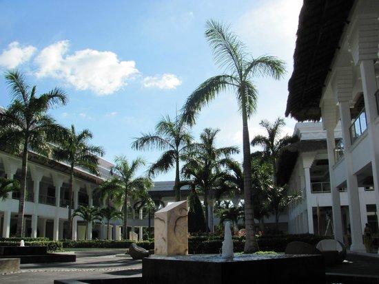 Grand Riviera Princess All Suites Resort & Spa: Patio Principal Grand Riviera Princess (Noviembre 2012)