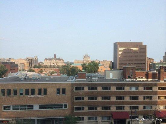Hotel Faubourg Montreal: La vista desde la habitación