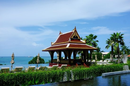 Amatara Wellness Resort: The gorgeous main pool view!