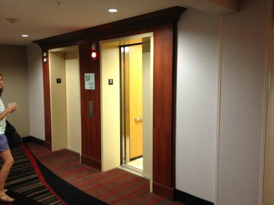 Holiday Inn Hotel & Suites Lima East: Elevator from doorway of room #311