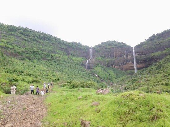 Pandavkada Falls: Zoom out