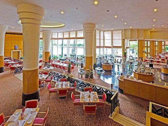 Lotte Legend Hotel Saigon: Atrium Cafe
