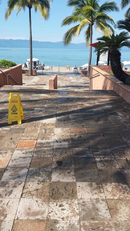 Casa Magna Marriott Puerto Vallarta Resort & Spa: More deferred maintenance on the cantera
