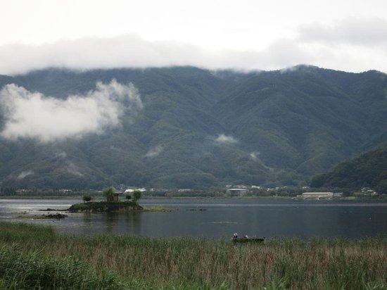 Lake Land Hotel Mizunosato: 客室から見た河口湖