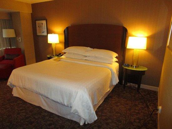 Sheraton Dallas Hotel: Bed