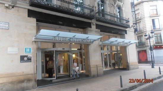 Catalonia El Pilar : Entrada del hotel