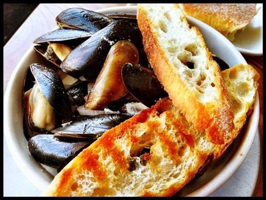 Hog Island Oyster Company: Mussels with Garlic Crostini