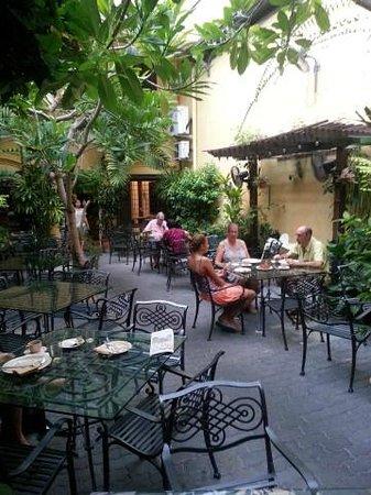 Hotel Puri: Breakfast area