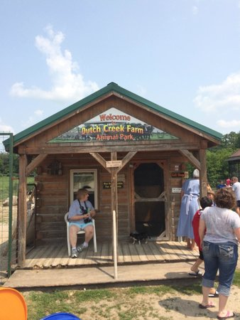 Dutch Creek Farm Animal Park: Check in/pay Cabin