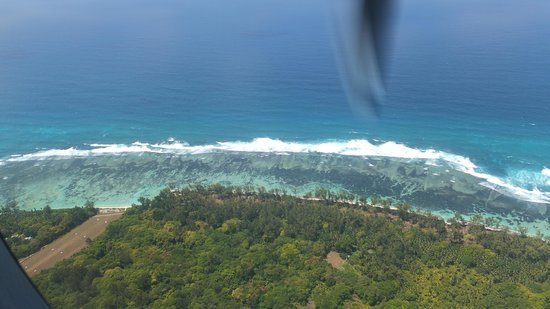 Denis Private Island Seychelles : The reef as you come in to land