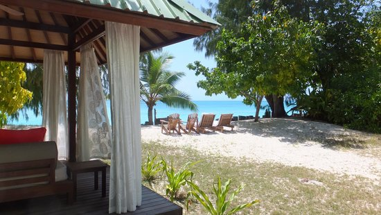 Denis Private Island Seychelles : Our day bed and beach at our chalet