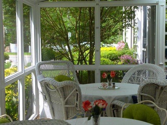 Captain David Kelley House: Breakfast porch