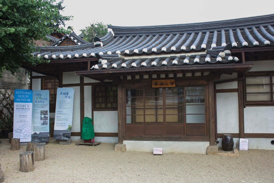 Namsangol Hanok Village: Historic house