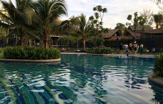 Holiday Inn Resort Krabi Ao Nang Beach: Pool and grounds