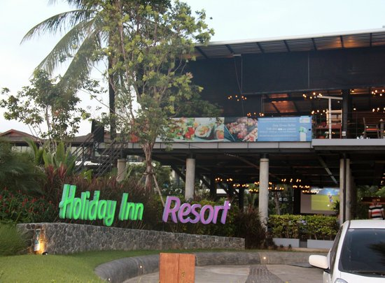 Holiday Inn Resort Krabi Ao Nang Beach: Outside the hotel