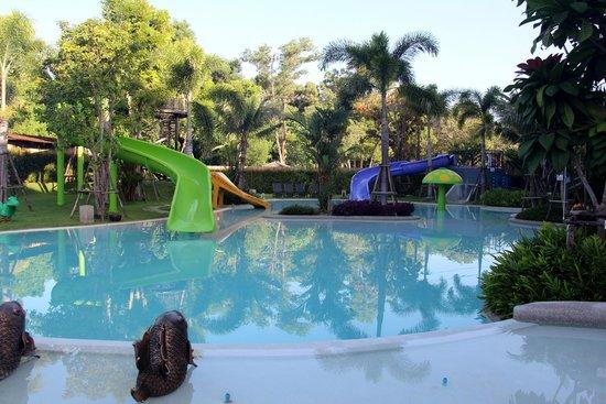 Holiday Inn Resort Krabi Ao Nang Beach: Kids play slides