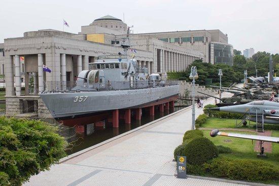 Monumento de Guerra de Corea: Outside display