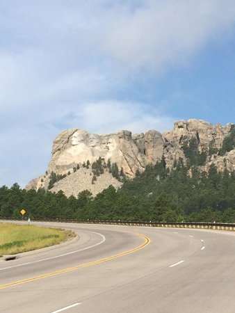 Mount Rushmore National Memorial: View from road