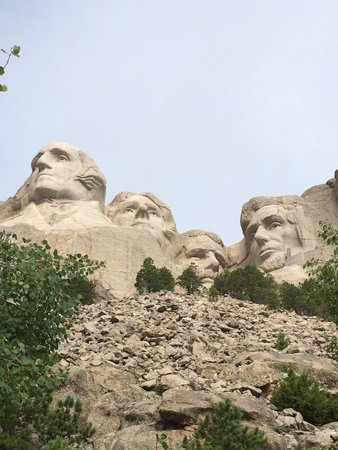 Mount Rushmore National Memorial: View from trail