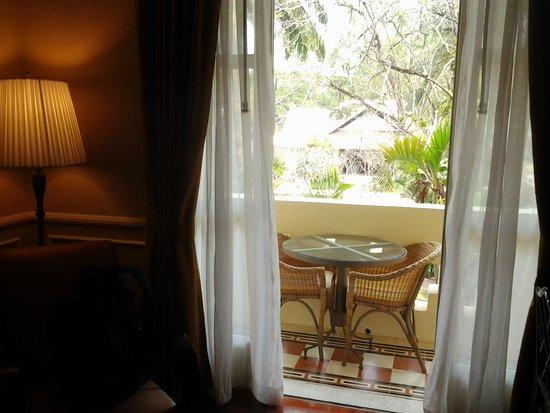 Raffles Grand Hotel d'Angkor: Vista a la pileta